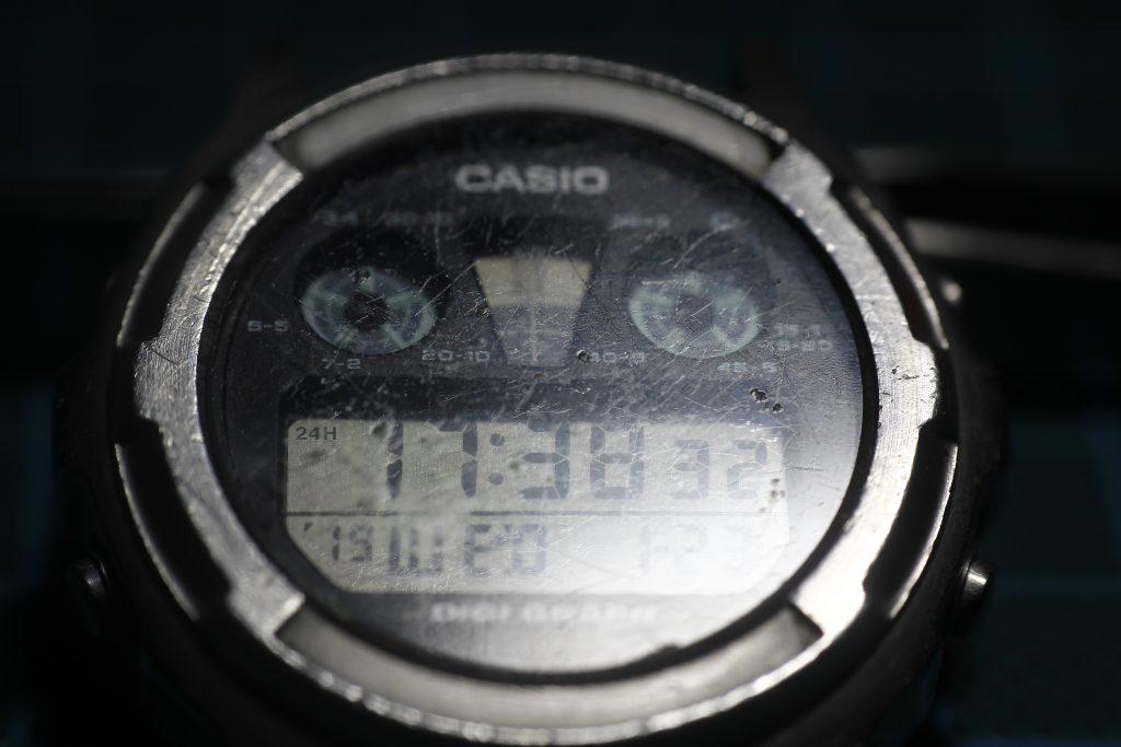 Casio DGW300 - Cristal rayado