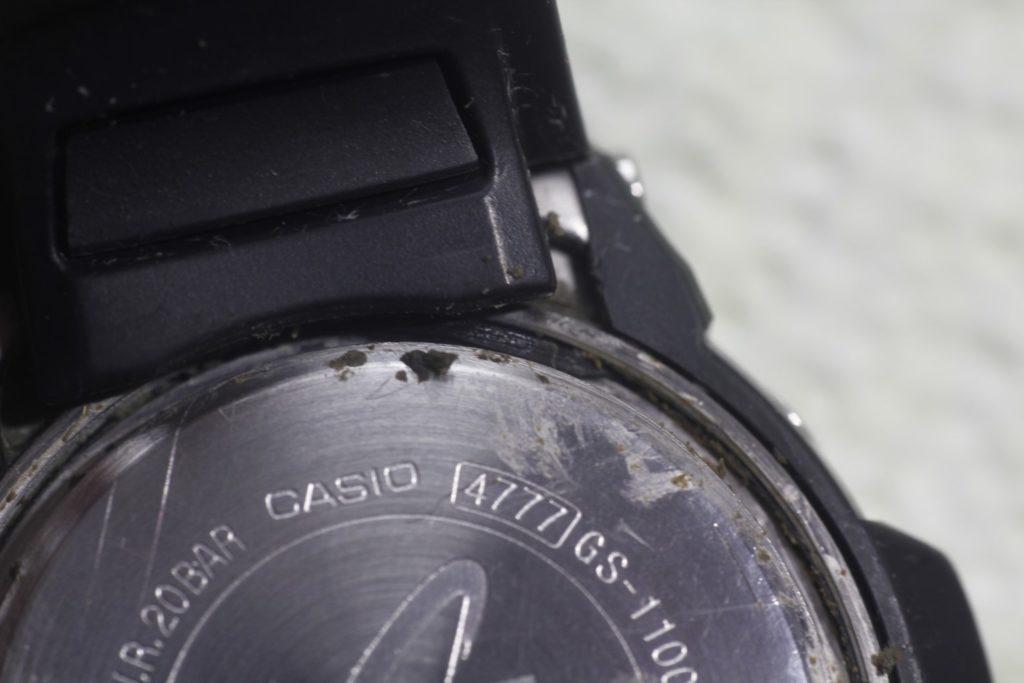 Casio Giez GS-1100 - Suciedad acumulada en la tapa trasera