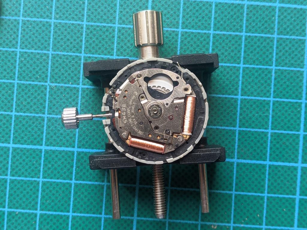 Seiko SKJ003 - Movimiento sin rotor y acumulador