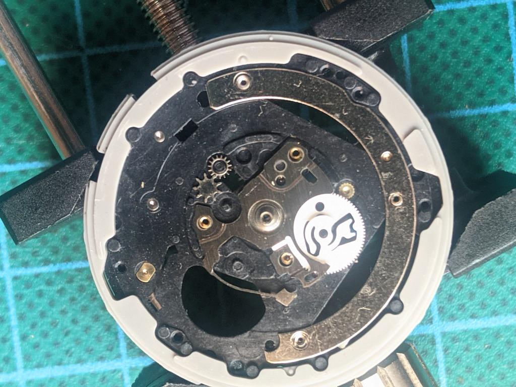 Seiko SKJ003 - Platina principal con rueda de dia y piñon central
