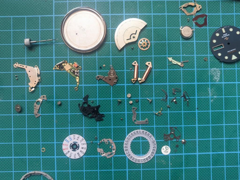 Seiko SKJ003 - Reloj desmontado por completo