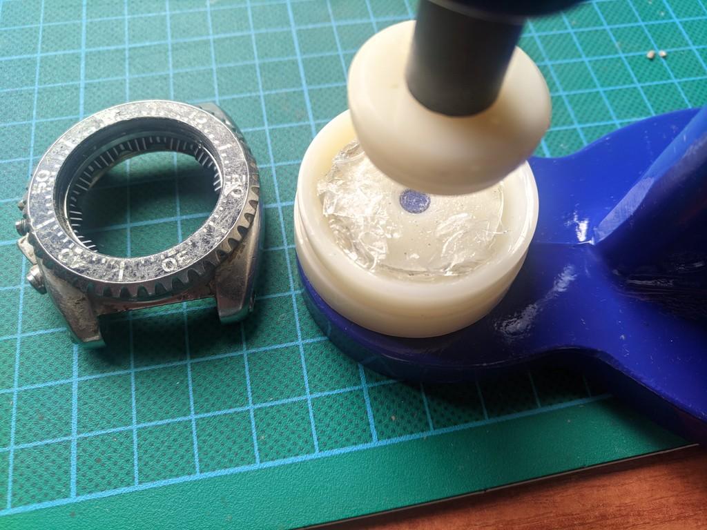 Seiko SKA371 - Desmontando el cristal