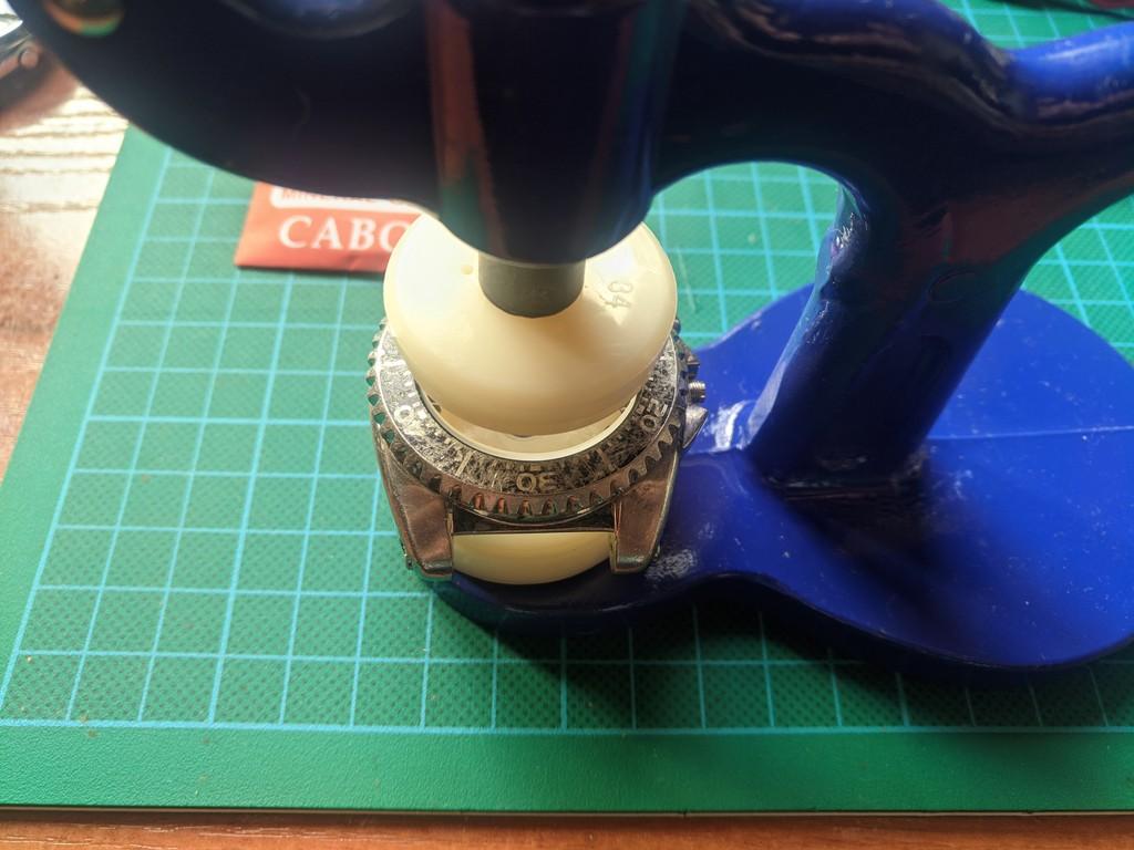 Seiko SKA371 - Colocando el nuevo cristal
